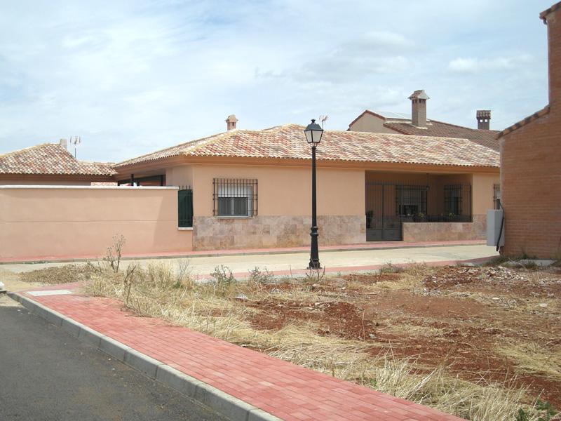 Fachadas con zocalo de piedra cheap fachadas con zocalo for Zocalo fachada exterior